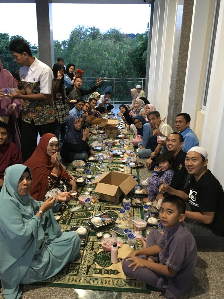 TDA Peduli Sharing Iftar On The Street - TDA BATAM